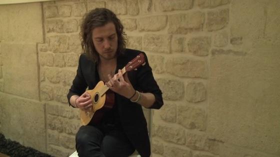 Julien Doré et son ukulélé