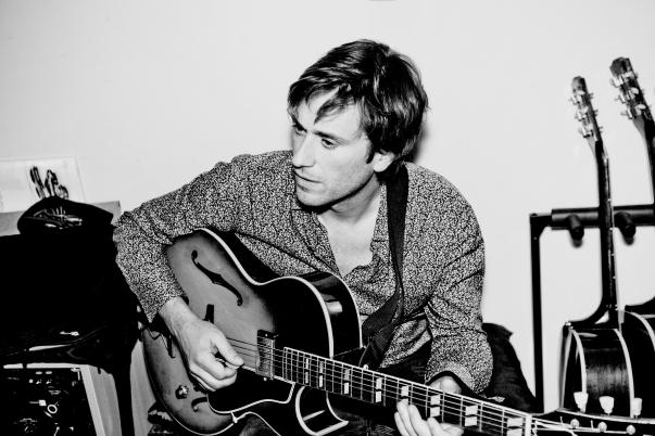 thomas dutronc et sa guitare