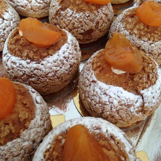 Choux abricot vanille La Grande Epicerie