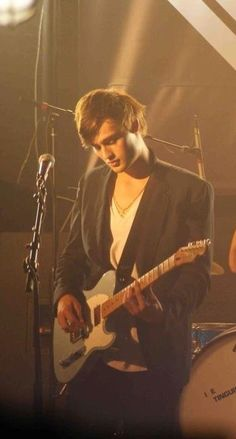 Douglas Booth guitare