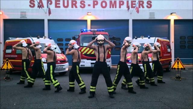 Pompiers à l'entraînement