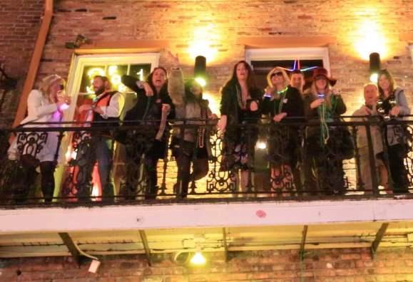 balcony-party