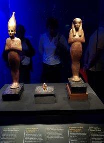 Statuettes en bois doré de Sened, Tata et figurine prosternée du roi Amenhotep III